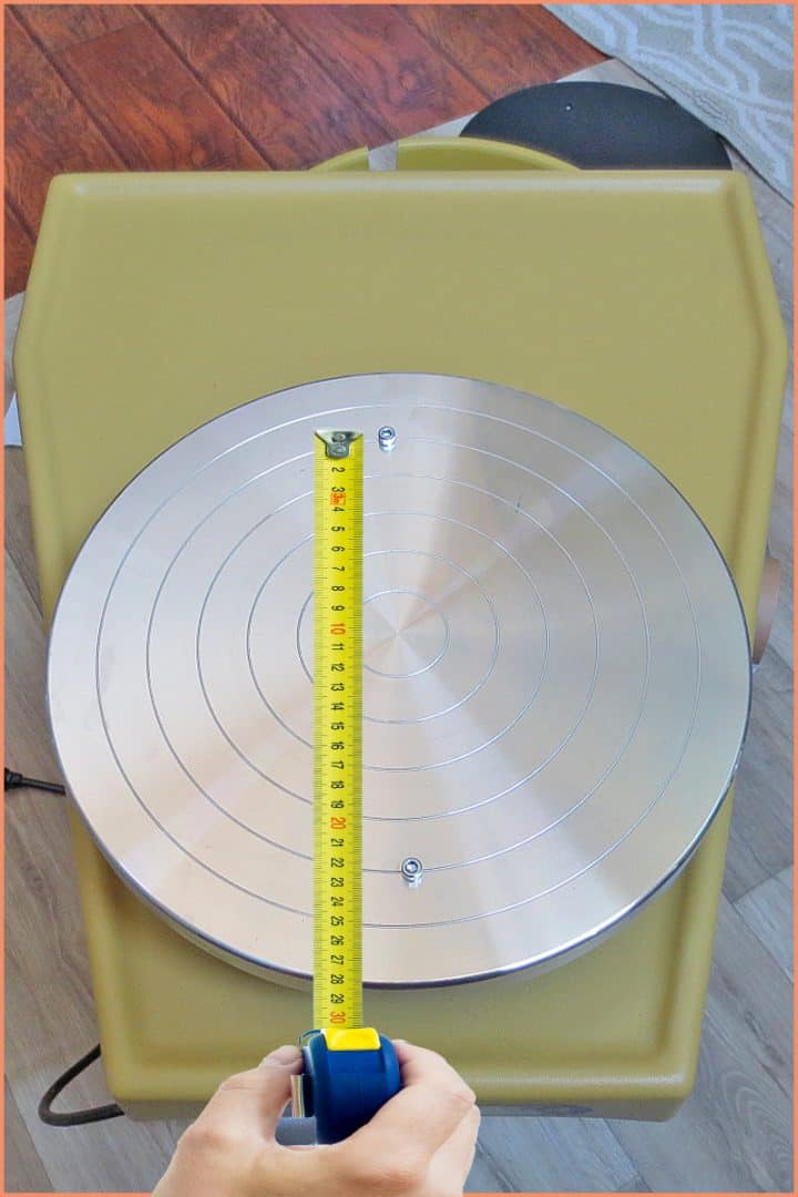 a picture of a tape measure on a pottery wheel head
