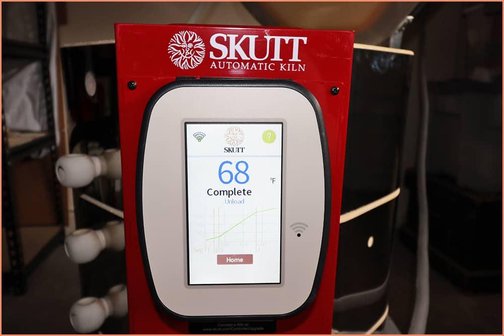 a picture of kiln controler temperature