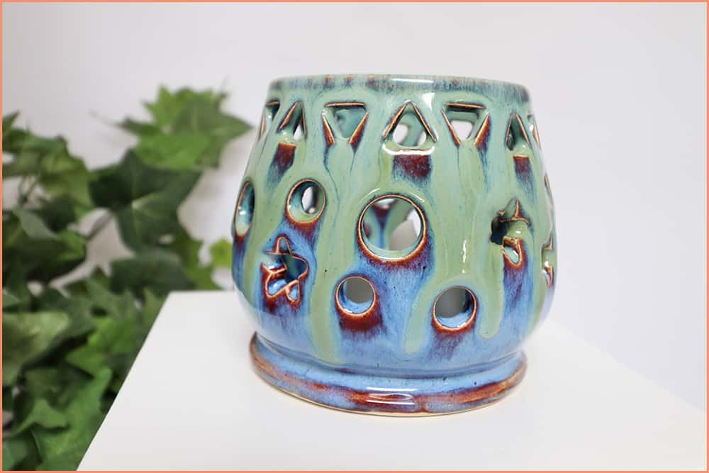 a picture of a candle holder with amaco seaweed glaze