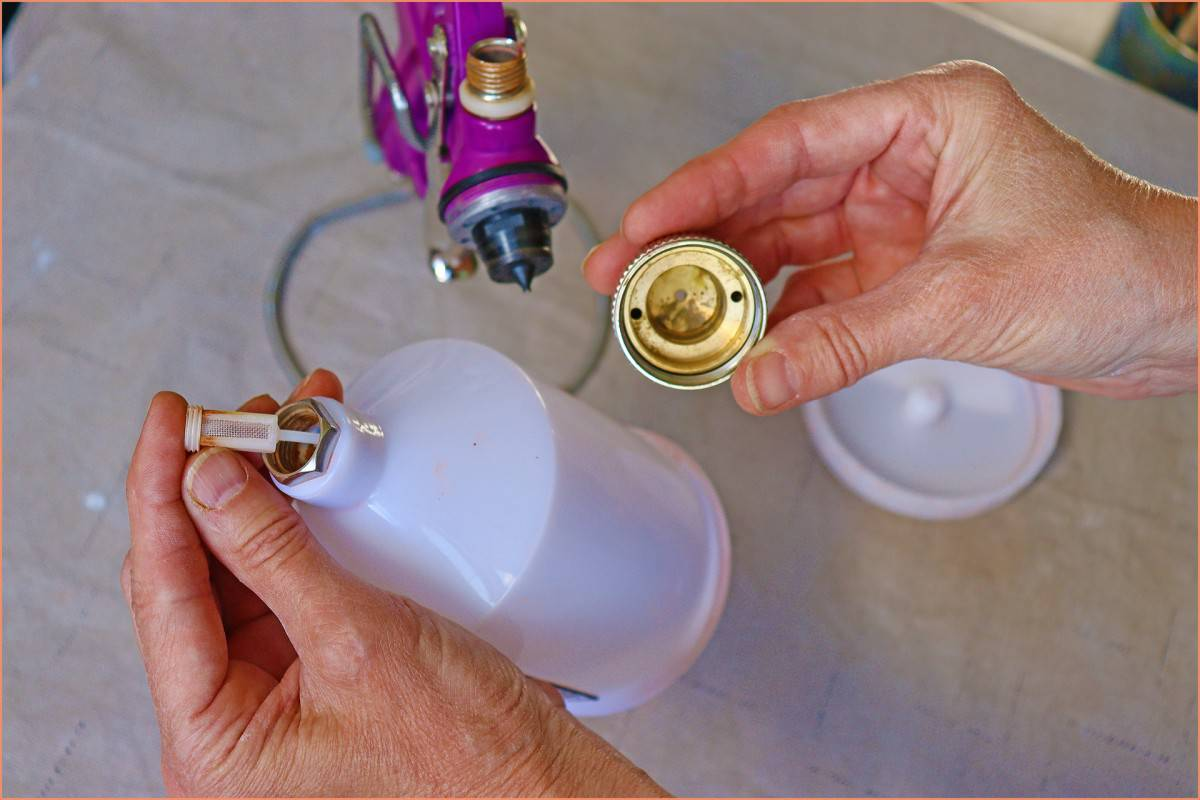 a picture of a potter showing where to clean spray gun