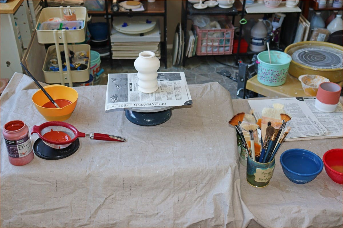 a picture of a glaze table set up