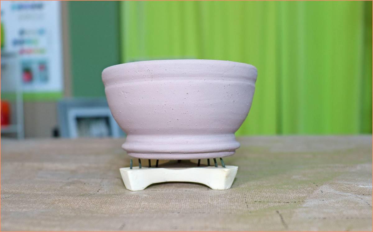 a picture fo a bowl on stilts firebrick