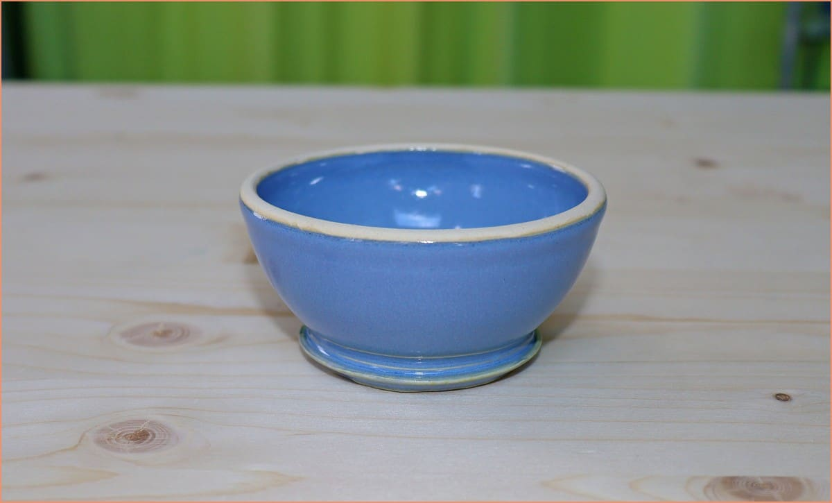 a picture of an upsidedown glazed bowl