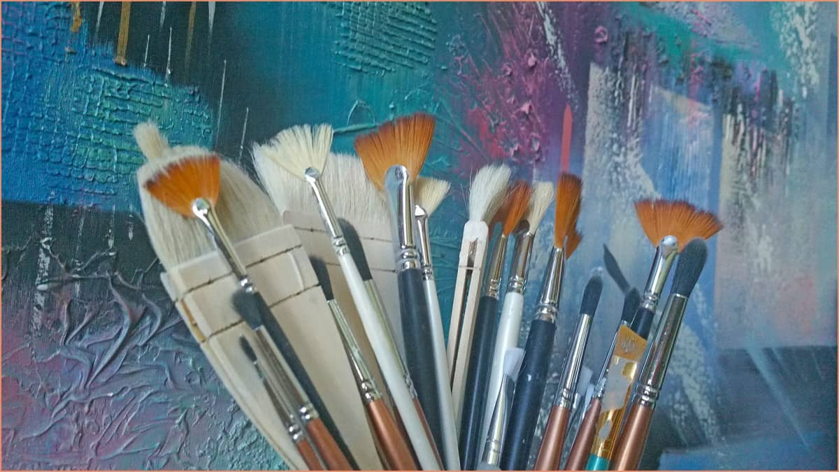 apicture of a bunch of brushes for glazing