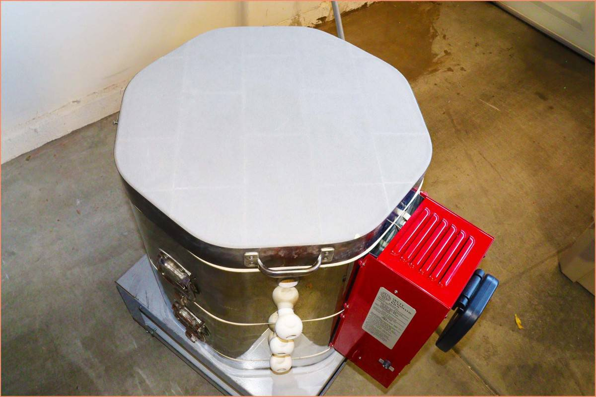 Picture of a Kiln with top down