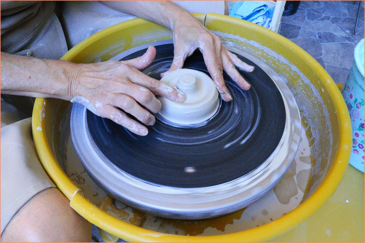 a picture of a potter opening the ring holder