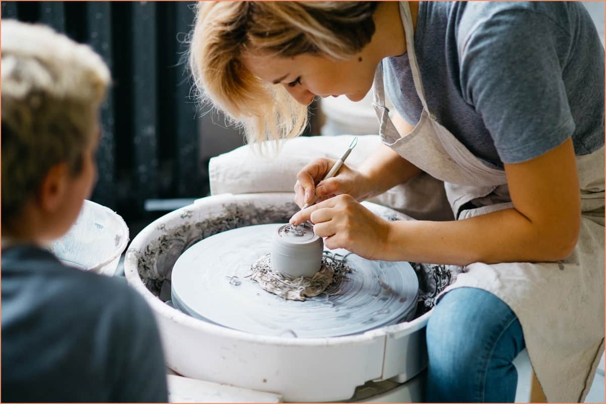 Online vs In-Person Pottery Classes – A Beginners Guide
