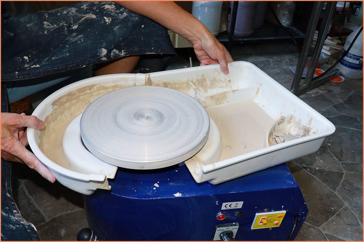 a potter seperating the splash pan