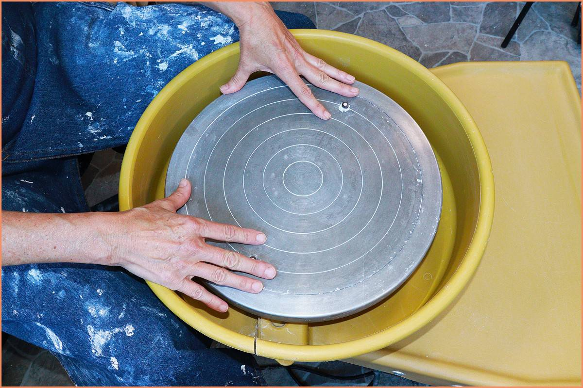 a picture of a pottery Wheel head