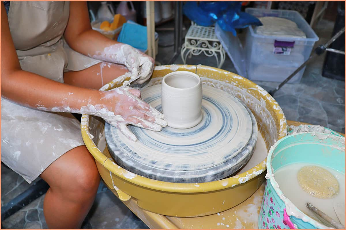 a picture of stoneware clay